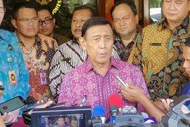 Menko Polhukam Wiranto minta tidak berspekulasi terkait ancaman pembunuhan pejabat