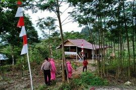 Ditempatkan petugas pos pantau jalur rawan longsor Gunung Salak