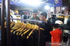 'Trunojoyo street market' jadi tujuan belanja kaum muda saat malam Ramadhan