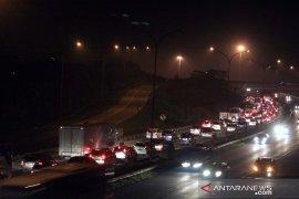 Antrean rest area jadi penyebab tersendatnya arus lalu lintas di Tol Jakarta-Cikampek