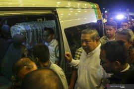Ratusan warga padati kediaman SBY