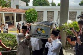 Jenazah ibu Ani Yudhoyono disemayamkan di Puri Cikeas malam ini