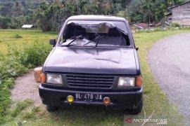 Warga rusak mobil patroli milik polisi