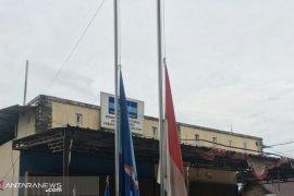 Partai Demokrat Bangka Selatan kibarkan bendera setengah tiang