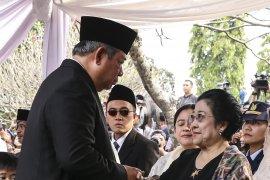 KPAI beri penghargaan khusus kepada Megawati dan SBY
