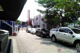 Arus lalu lintas jalan tol Jakarta-Cikampek ramai lancar