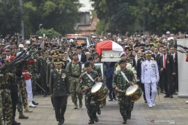 Ani Yudhoyono sosok keibuan dan berwibawa