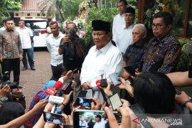 Prabowo sampaikan permintaan maaf tidak hadiri  pemakaman Ani
