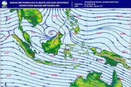 BMKG peringatkan hujan lebat-gelombang tinggi di sejumlah perairan Indonesia