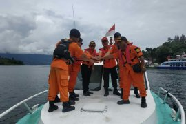 Pos SAR Parapat patroli di Danau Toba