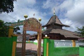 Umat muslim desa Kaitetu gelar tradisi ziarah kubur Idul Fitri