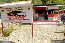 RUMAH MERAH PUTIH DI PERBATASAN INDONESIA-TIMOR LESTE Page 1 Small