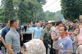 Presiden Jokowi bagikan ratusan sembako di Bogor