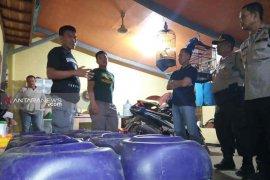 Polres Indramayu gerebek gudang tuak di malam Idul Fitri