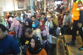 Puncak arus mudik di Stasiun Rangkasbitung H-3 tembus 30.000 penumpang