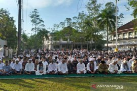 Bupati Belitung shalat Ied bersama ribuan masyarakat