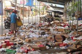 200 petugas singkirkan sampah Pasar Senggol Gorontalo saat Lebaran