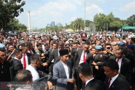 Presiden Joko Widodo hampiri ribuan warga di Monas