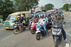 Pemudik motor ke Sumatera  tersisa usai shalat Idul Fitri