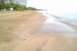 Pantai Sipakario Penajam dibenahi sambut libur Lebaran Idul Fitri 1440H
