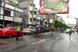 Kemacatan panjang kendaraan di Jalinsum dari Langkat menuju Aceh