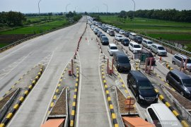 Arus lalu lintas di Jombang ramai lancar