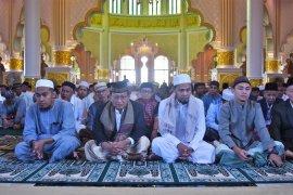 Wabup Ketapang Sholat Ied di Masjid Agung Al Ikhlas