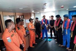 Regu penyelamat SAR Tual cari delapan penumpang long boat