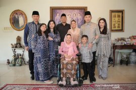 AHY dan keluarga silaturahmi ke ibu Sinta Nuriyah Wahid