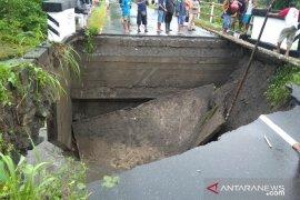 PU : jalan trans Seram bisa dilalui kendaraan kapasitas terbatas