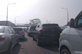 Kemacetan panjang 2 km setelah Gerbang Tol Cileunyi Bandung