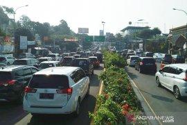 31.220 kendaraan masuk jalur Puncak Cisarua pada hari pertama Lebaran