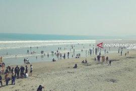 Dua WNA tenggelam di Pantai SBH Palabuhanratu berhasil diselamatkan