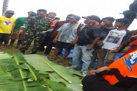 Tim SAR temukan dua korban  tewas di tengah laut