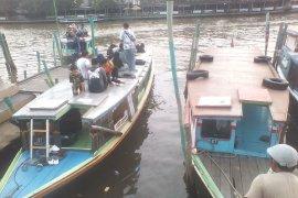 Wisata susur Sungai Martapura Banjarmasin ramai dikunjungi musim libur Lebaran