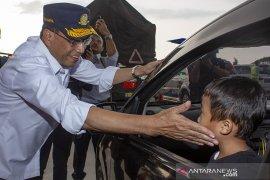 Kunjungan Menteri Perhubungan di gerbang Tol Cikampek Utama