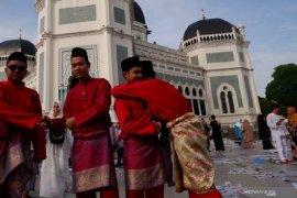 Tujuh mahasiswa asal Thailand gembira berlebaran di kota Medan (video)