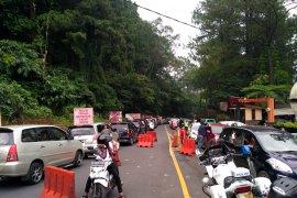 Ribuan kendaraan terjebak berjam-jam di Puncak-Cipanas