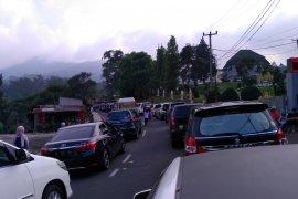 Pengguna jalan tujuan Bogor dan Jakarta diarahkan ke jalan alternatif