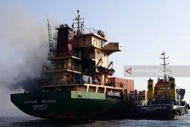 KM Mentari Selaras terbakar  di perairan Waingapu