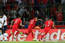 Turki lumat Perancis 2 - 0