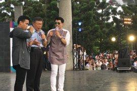 Penyanyi dangdut Fildan dan Wali Kota Taipei tampil sepanggung hibur TKI