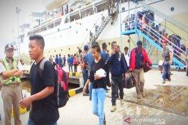 Penumpang arus balik melalui pelabuhan Sampit melonjak