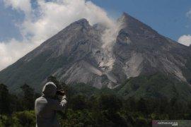 Awan panas guguran diluncurkan Gunung Merapi mencapai 1.000 meter