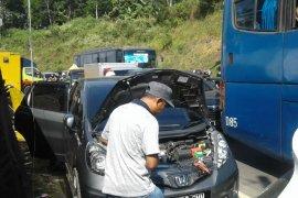 Jalur Gentong di Tasikmalaya macet akibat banyak mobil mogok