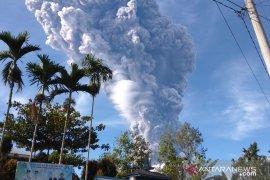 Gunung Sinabung erupsi, kolom abu capai 7.000 meter