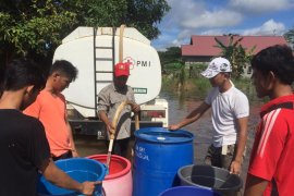 PMI Kaltim salurkan air bersih bagi korban banjir