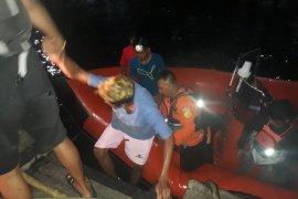 Basarnas Ternate evakuasi tiga korban longboat hanyut di Tikep