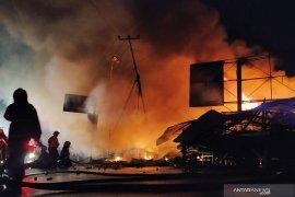 Kebakaran di Pasar Ujung Berung hanguskan 62 kios