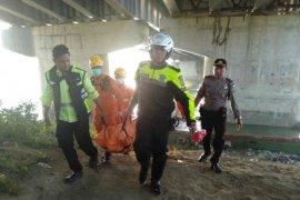 Seorang pemudik tewas terjatuh dari jembatan Cimanuk Tol Cipali